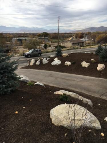Fine Natural Mulch Decorative Boulders